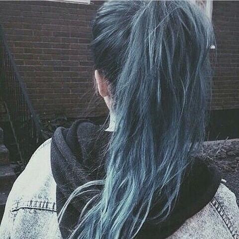 Wie nennt sich der Blauton, der in ihren Haaren ist? - (Mädchen, Haare, Beauty)