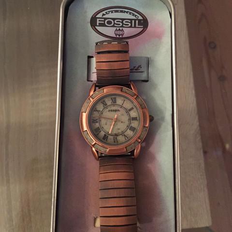Welche fossil Uhr ist das und was ist sie noch wert?