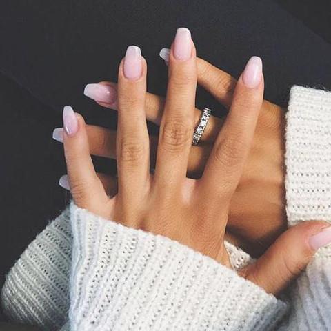 Die Form und die Farbe  - (Fingernägel, Gelnägel)