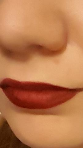 - (Farbe, Schminke, Makeup)