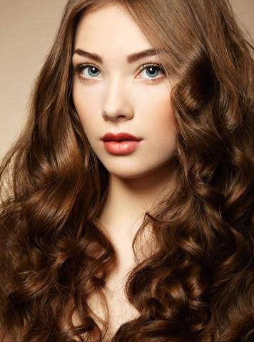 Welche haarfarbe passt besser zu blauen augen
