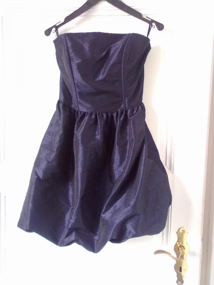 welche lippenstift farbe passt zu dunkel blau leicht lila aussehen kleid lippe. Black Bedroom Furniture Sets. Home Design Ideas