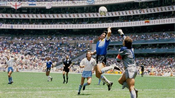 Welche Mannschaften haben heute in der EuropaLeague mit Trauerflor wegen des Todes Diego Maradonas gespielt?