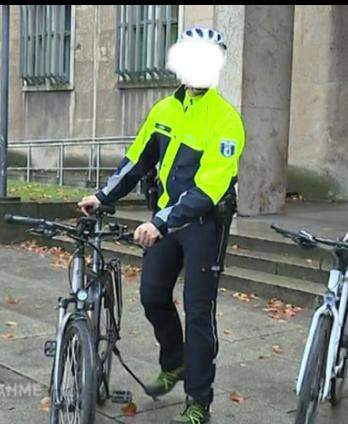 Welche Marke ist das Fahrradjacke Polizei?