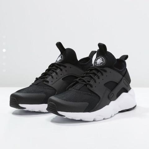 Bild 1 - (Schuhe, Farbe, Nike)