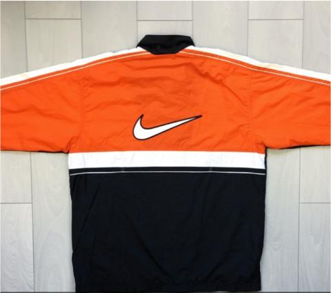 Hinten - (Mode, Kleidung, Nike)