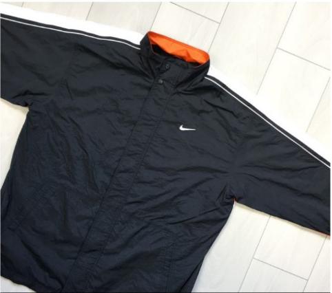 Vorne - (Mode, Kleidung, Nike)