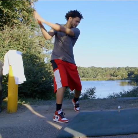 J Cole mit seinen: - (Rap, Hip Hop, Nike)