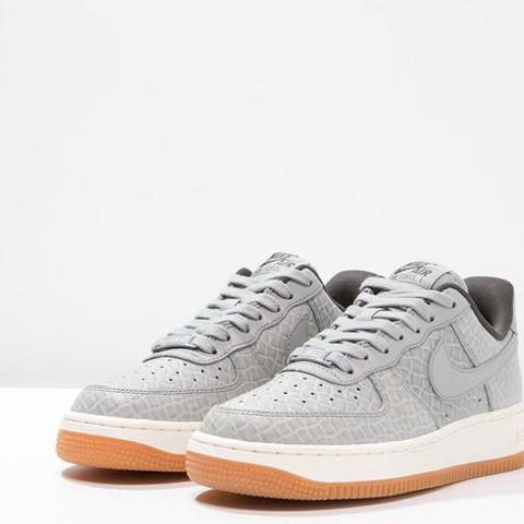 Nike Marke  - (Mädchen, Mode, Schuhe)
