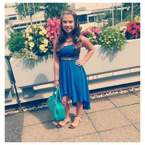 Möchte zu diesem Kleid passende Schuhe hat jmd einen Rat ? - (Schuhe, Kleid)