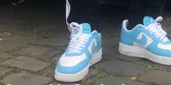 Welche Schuhe sind das? Und gibt es sie in irgendwelchen online stores in genau der Colorway?