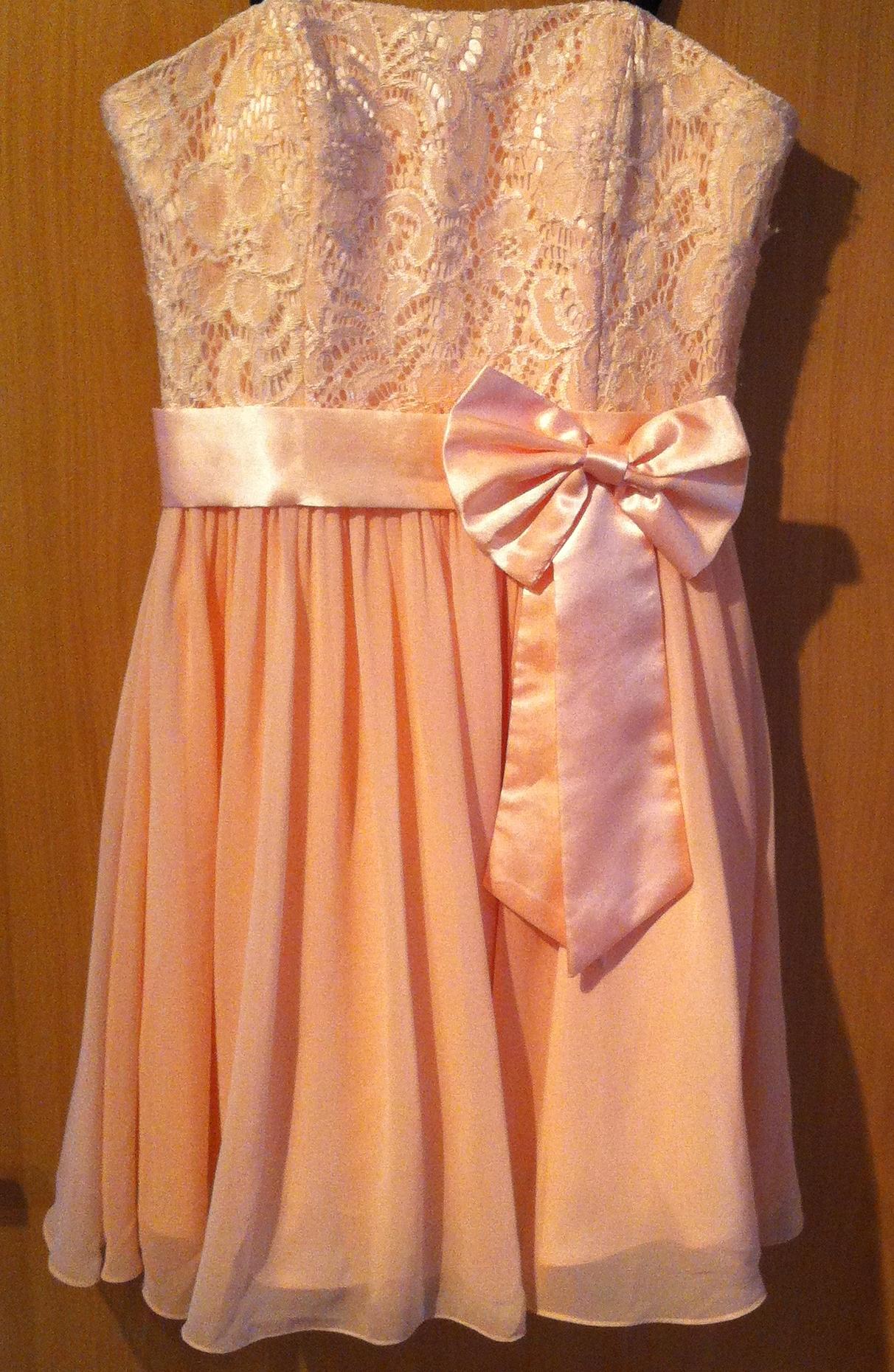 Welche schuhfarbe zu rosa cocktailkleid? (schuhe, farbe, ballkleid)