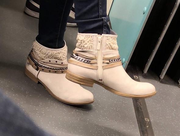 Welche Stiefel sind das auf dem Foto? (Mode, Kleidung, Schuhe)