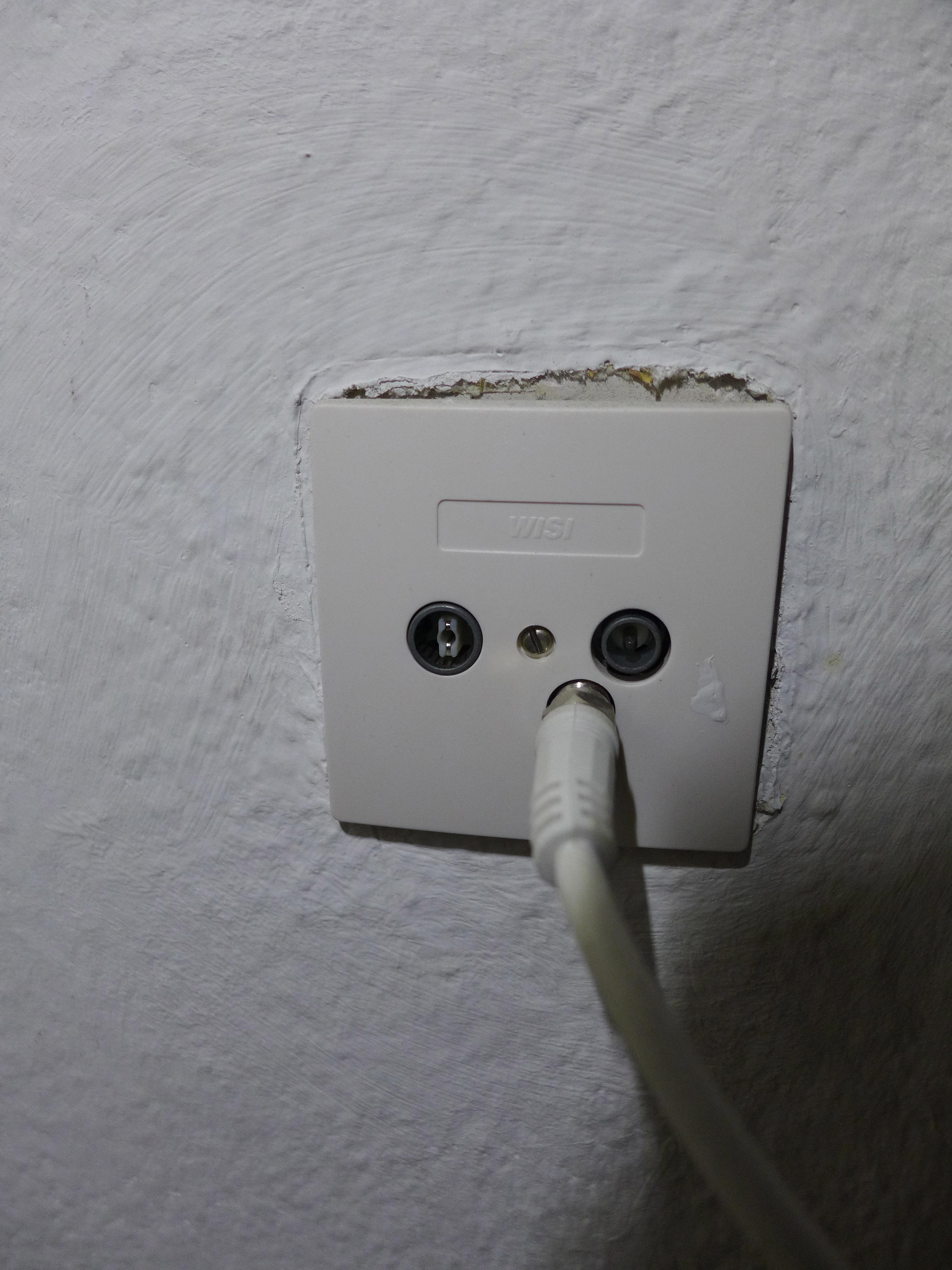welchen anschluss welches kabel f r tv n tig fernsehen. Black Bedroom Furniture Sets. Home Design Ideas