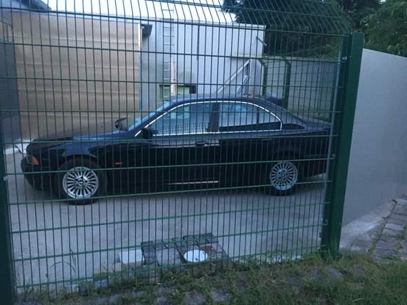 - (Auto, BMW)