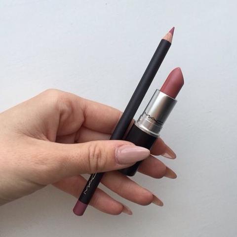 Kennt jemand einen Lippenstift in dieser Farbe (Drogerie