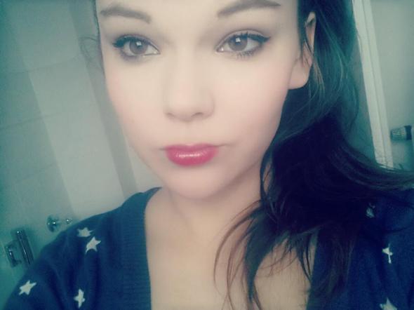 Bild 2 rote Lippen, Augen wenig betont - (Make-Up, Vorzüge)