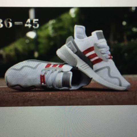 2. Modell  - (Mode, Schuhe, Nike)