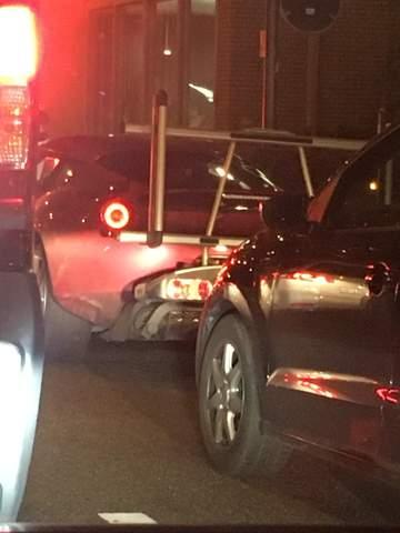 Welches Auto ist das vorne in Rot?