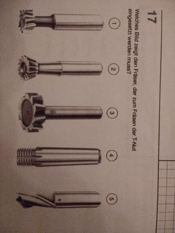 Welches Bild zeigt den Fräser, der zum Fräsen für eine T-Nut eingesetzt werden muss?