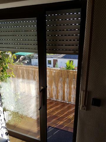 welches fliegengitter kann ich an diese t r anbringen schutz balkon schnaken. Black Bedroom Furniture Sets. Home Design Ideas