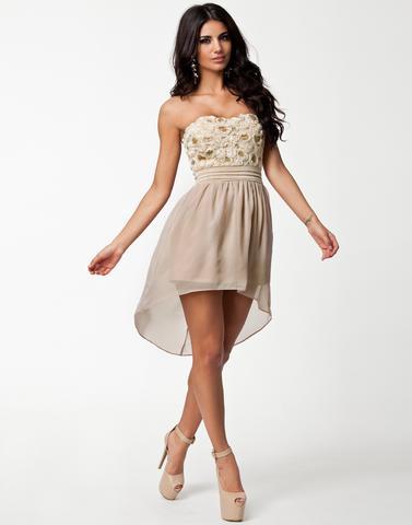 Welches Kleid findet ihr passender/schöner für einen Abschlussball ...