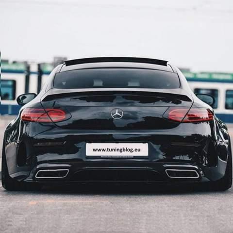 Welches Mercedesmodell ist an den Seiten breiter?