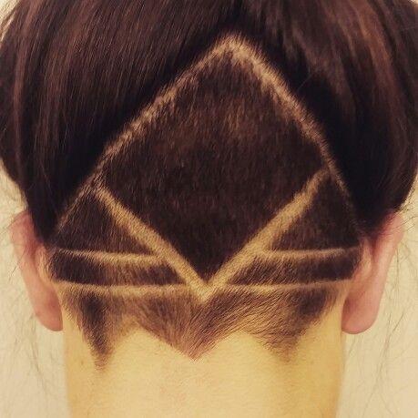 1   - (Haare, Frisur, Umfrage)