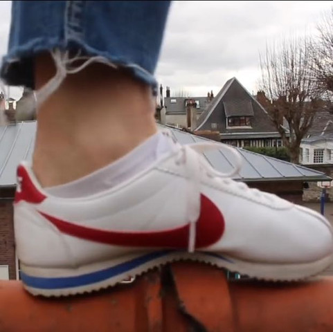 diese hier ( bild von littleroaring.youtube. com)  - (Schuhe, Nike, Sneaker)