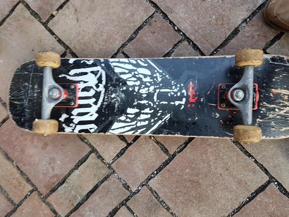 - (Geld, Tricks, Skateboard)