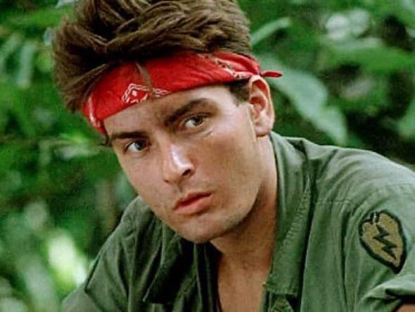 Wenn findet ihr heißer den jungen Charlie Sheen oder den jungen Johnny Depp?