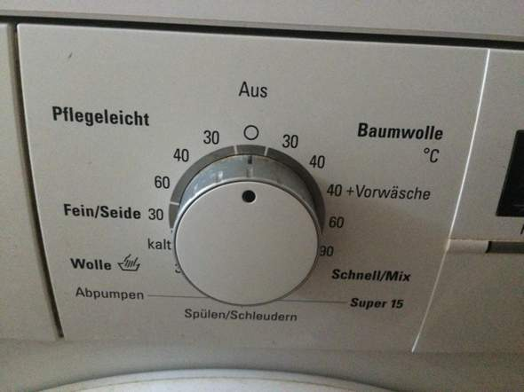 - (Haushalt, Waschmaschine, Wäsche)