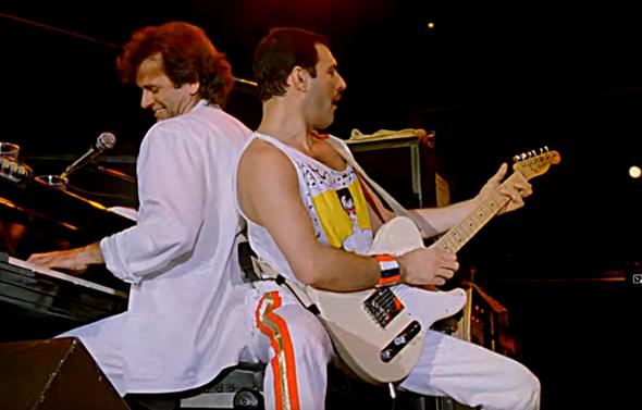Wer ist dieser Typ am Klavier neben Freddie Mercury und wieso kommt er so selten vor bei Queen?