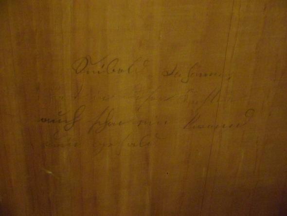 Foto von Schrank-Innenwand - (Schrift, Altdeutsch, Sütterlin)