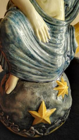 Sockel mit Relief - (Kunst, Figur, Künstler)