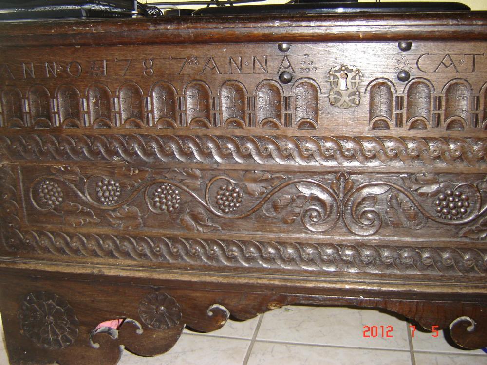 wer kann mir sagen was die antike truhe wert ist finanzen haus m bel. Black Bedroom Furniture Sets. Home Design Ideas