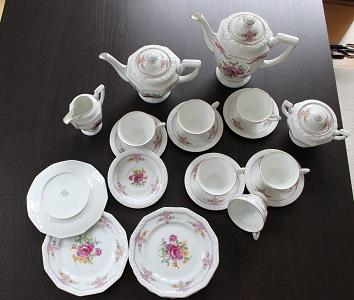Das Service ist komplett (je 6 Tassen, Untertassen, Teller, 2 Kannen etc  - (Antiquitäten, Porzellan, Rosenthal)