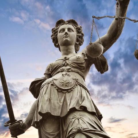 Anwalt für Familienrecht, der wirklich Ahnung hat und nicht nur ans Geld denkt? - (Berlin, Anwalt, Rechtsanwalt)