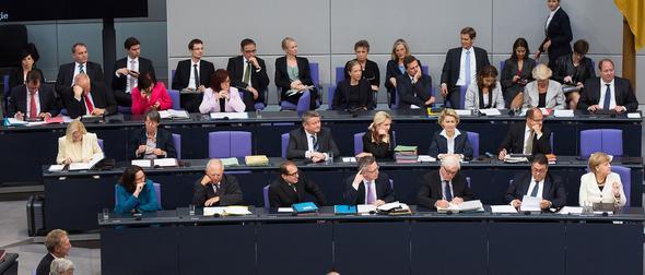 Das ist ein Ausschnitt vom Platz der Bundesregierung. Es sind aber mehr als 15 - (Politik, Bundestag, Bundesregierung)