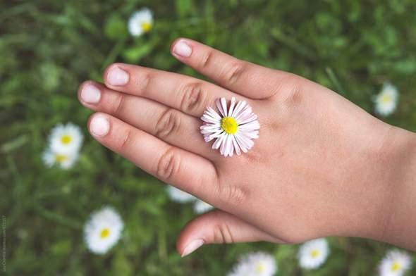 Wer von euch trägt einen Ring - Ring im dem Sinne (Ehering, Freundschaftsring, ein Ring als Fingerschmuck oder gar ein Glücksring etc.)?