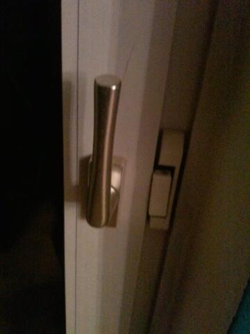 0012 - (Haus, Balkon, Balkontürgriff defekt)