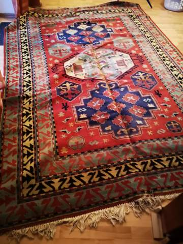 Wer weiß, ob dieser Teppich einen Wert hat?