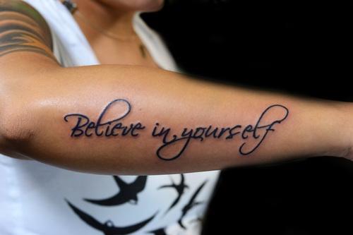 Hier das Tattoo mit der Schriftart - (Tattoo, Schriftart)