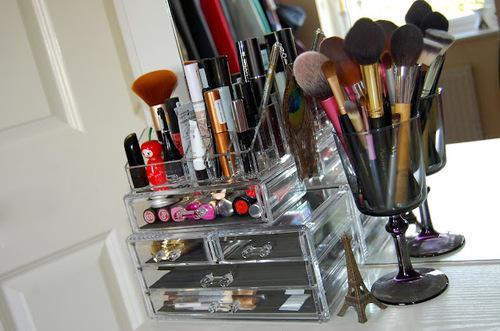 wer wei wo ich so eine make up aufbewahrung finde style. Black Bedroom Furniture Sets. Home Design Ideas