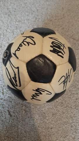 Werder Bremen Signierter Team-Ball 1982-1985?