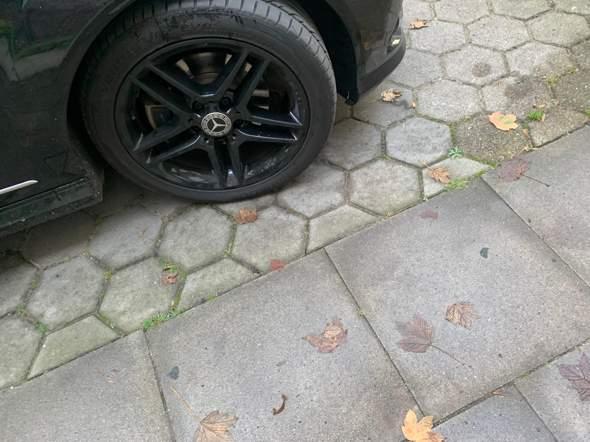 Werkstatt hat mein Auto so geparkt amg Felgen?