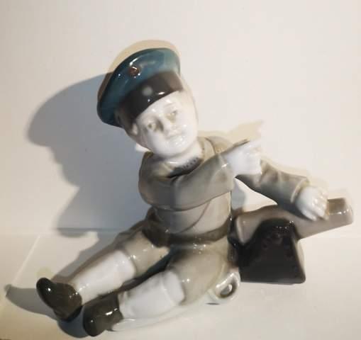 Wert einer Porzellanfigur Goebel Soldat Junge mit Säbel und Kanone?