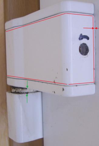 Wie Abdeckung von Türband entfernen?