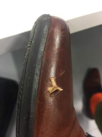 Wie aufgerissenes Schuhleder reparieren?
