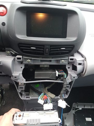 Wie baue ich ein normales Autoradio in meinen Nissan Almera Tino V10 ...